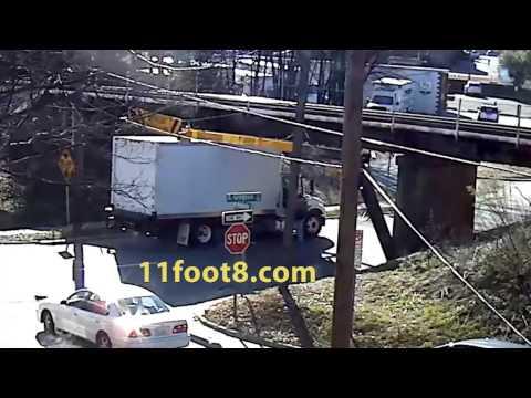 Boxtruck briefly stuck at the 11foot8 bridge
