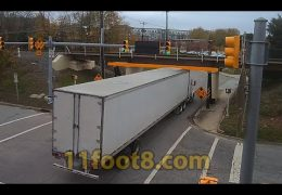 Semi truck gets fairing stuck at the 11foot8+8 bridge